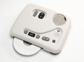 PlexTalk con un modelo de carcasa encajada que permite el uso más simple y sencillo del equipo.